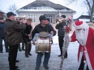 Anul Nou la Costiceni (fanfara+toba+Moș Crăciun)