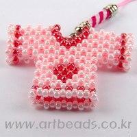 Плетение брелка из бисера - Делаем фенечки своими руками.