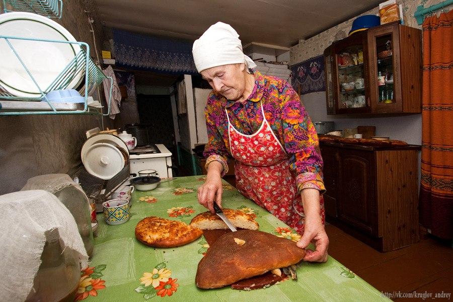 Фото как бабушка печет пироги
