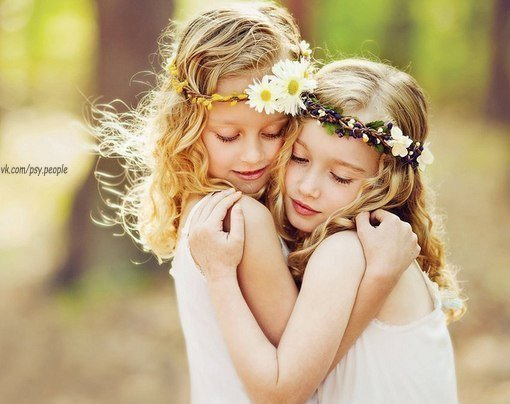 Людям не всегда нужны советы. Иногда им нужна рука, которая поддержит… Ухо, которое выслушает… И сердце, которое поймет.