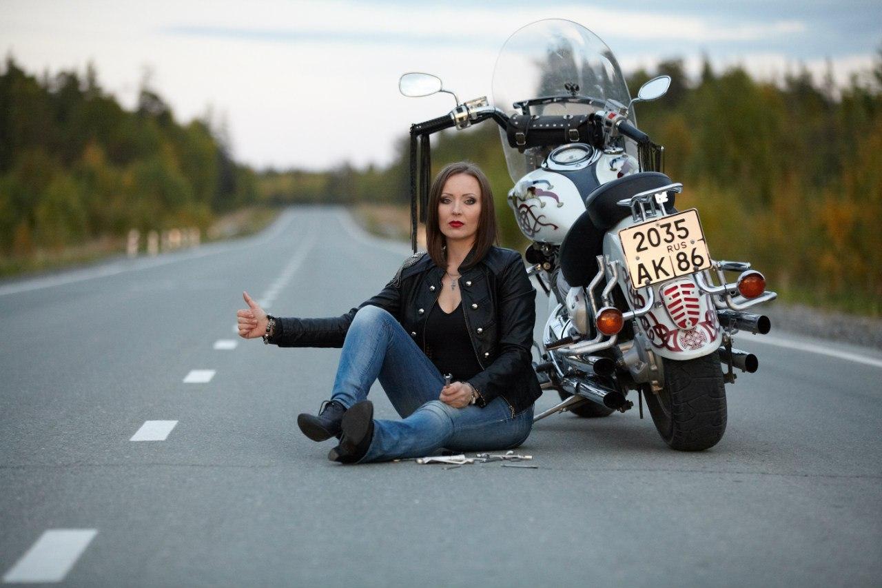 Фото девушек на байках, Прекрасные девушки на шикарных мотоциклах (80 фото) 24 фотография
