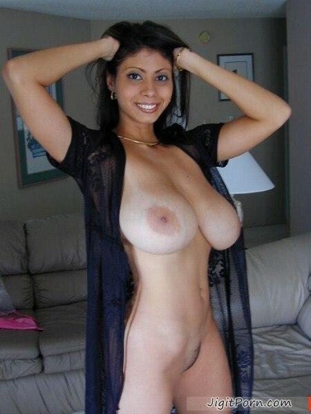 Фото голой девушки в пижаме