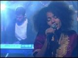 Nneka - Heartbeat (Live Letterman 2010)
