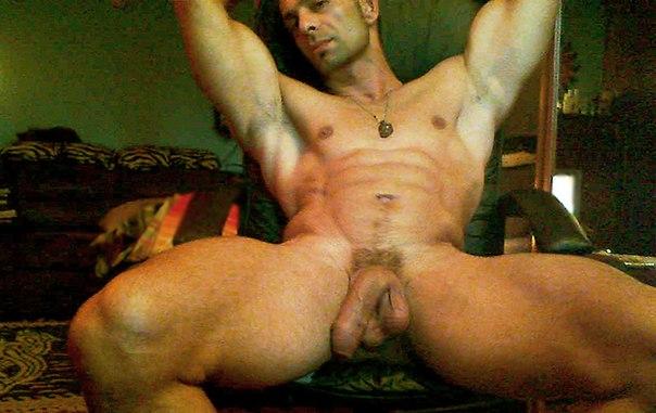 Покажите парней голых