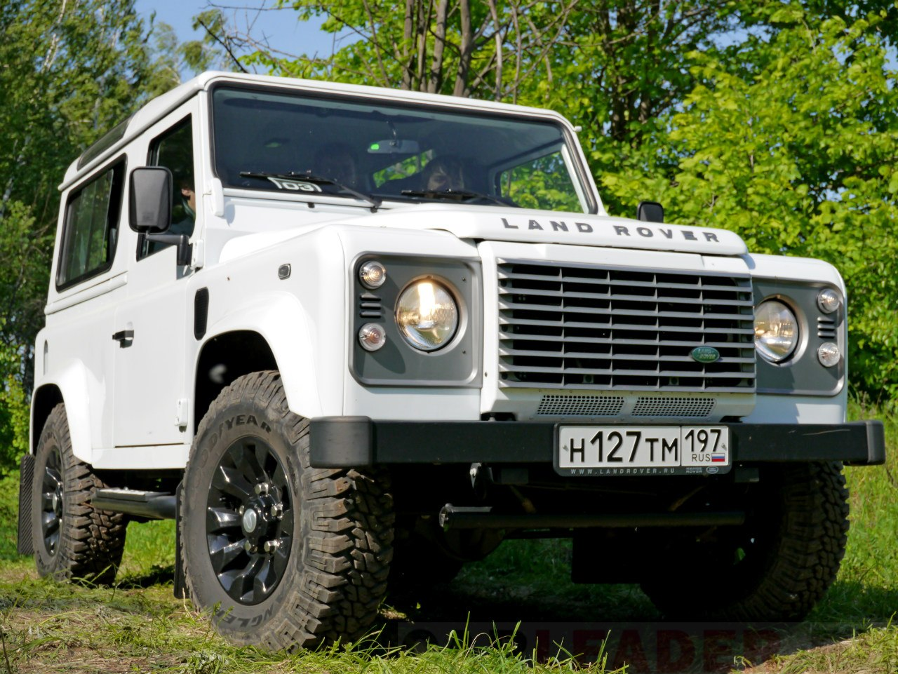 Land rover defender 2012 car leader