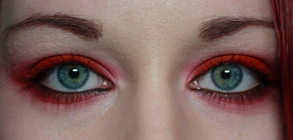 Красный макияж глаз красные тени