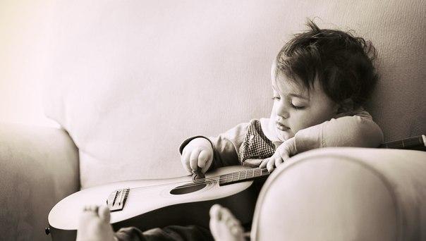 Веселые и смешные детские песенки на английском языке помогают привлечь внимание детей, дают им возможность расслабиться и получать удовольствие от изучения языка.