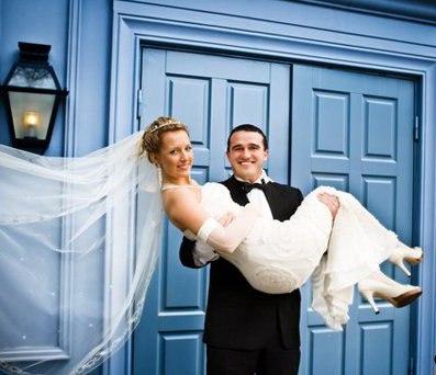 фото невеста на руках у жениха