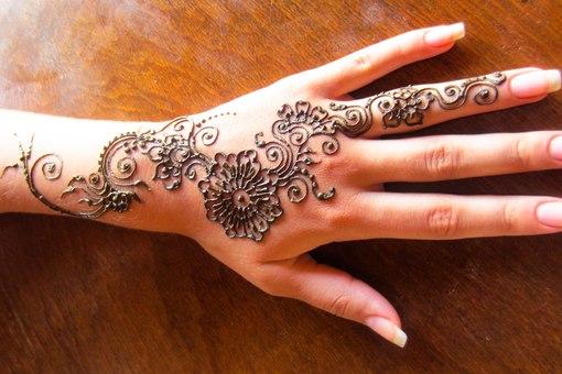 Индийские татуировки на руках