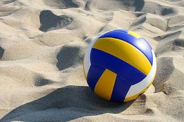 играть в игру волейбол головами