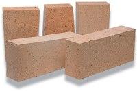 Шамотный кирпич - это пористый огнеупорный материал, издревле применяемый для создания очагов, печей и каминов.