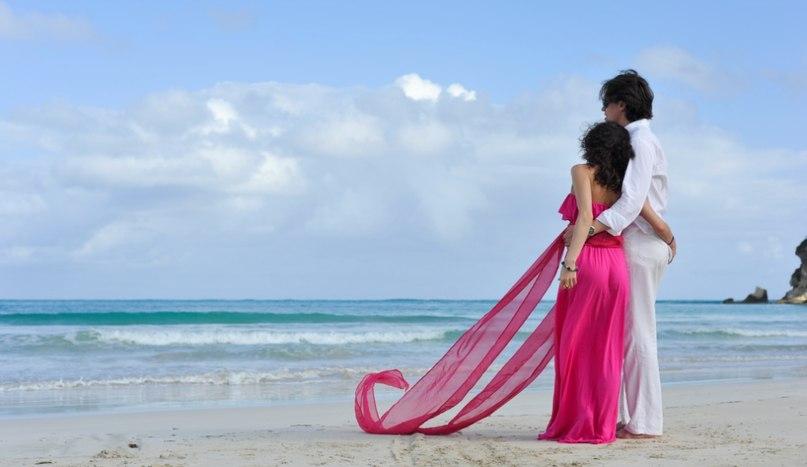Молодые пары на пляже фото 636-257