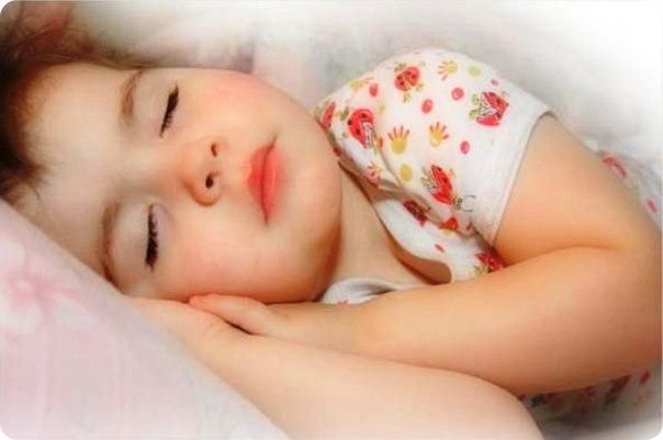 Во время сна связь между правой и левой частями мозга ребенка усиливается,