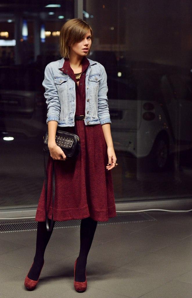 Что носить с бордовым платьем