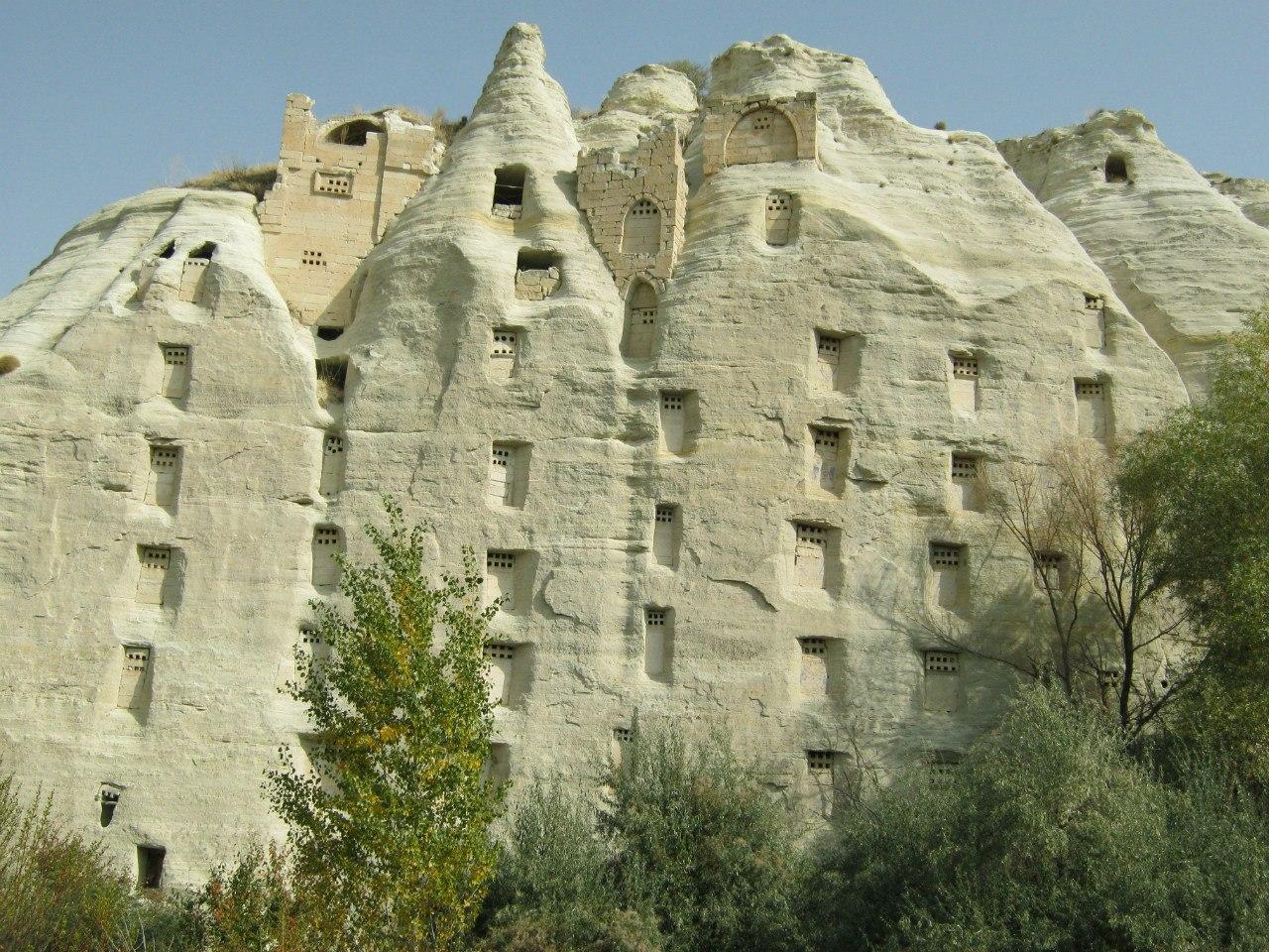 Многоэтажные голубятни в долине Üzengi
