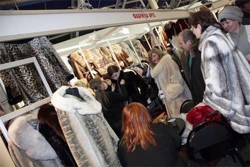 выставка продажа пальто в чите в филармонии люди, ругаем