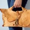 Ключевые слова. сумки, выжигание, кожа.  Выполнена из натуральной кожи рыжего цвета.  Размер: 40х30 см. Фурнитура...