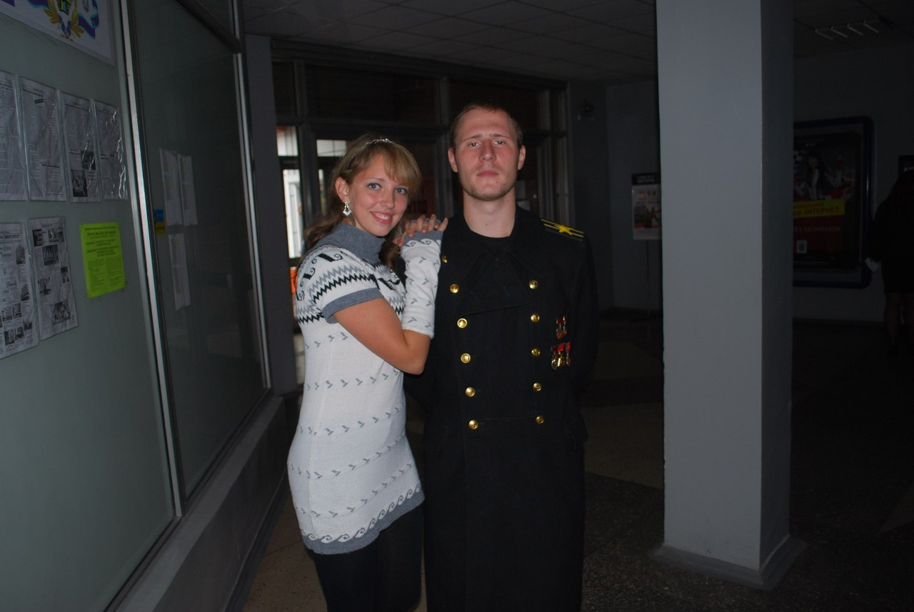 Участница соционического шоу талантов Алевтина Кондрахина с костюмированным Жуковым