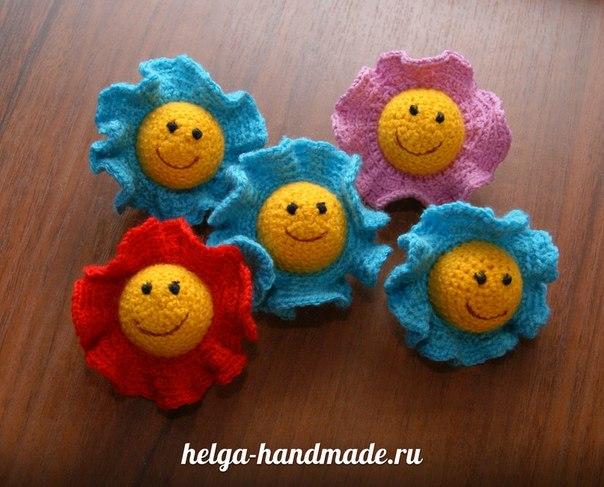 Вязаная игрушка-погремушка для малышей своими руками
