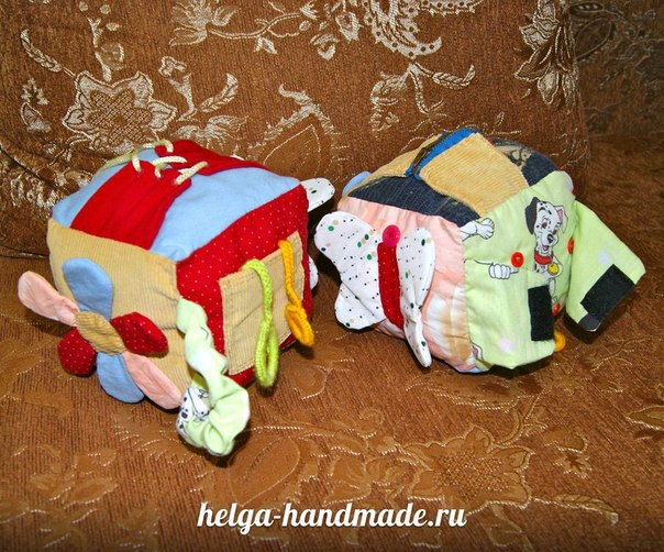 Шьем сами для своих малышей мягкий развивающий кубик   Тут есть: бабочка с шуршащими крыльями, молния, шнуровка, липучка, карман и цветок с шуршащими лепестками ;)