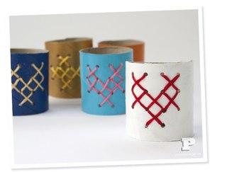 КОЛЬЦА ДЛЯ САЛФЕТОК Разрежьте картонные трубочки от туалетной бумаги пополам.  На клетчатой бумаге нарисуйте схему...