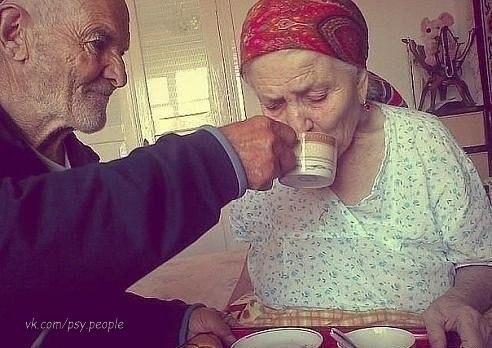 Не за красоту в тебя влюбился, И не за старость разлюблю...