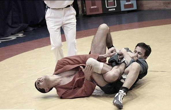 Болевые захваты в Дзюдо после падения проводятся с 4 сторон