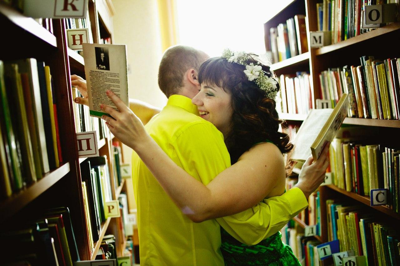 Фотосессия в библиотеке девушка