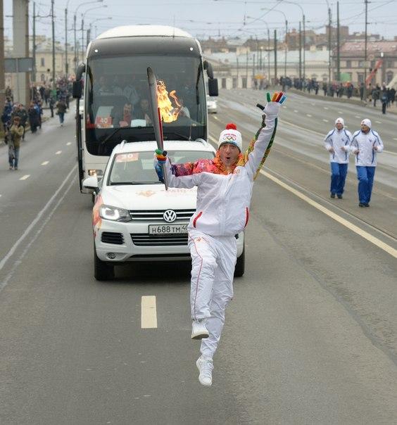 Сегодня День рождения у великолепного Жени Плющенко! Желаем Послу #Сочи2014 здоровья и с нетерпением ждем на Играх!  #Sochi2014