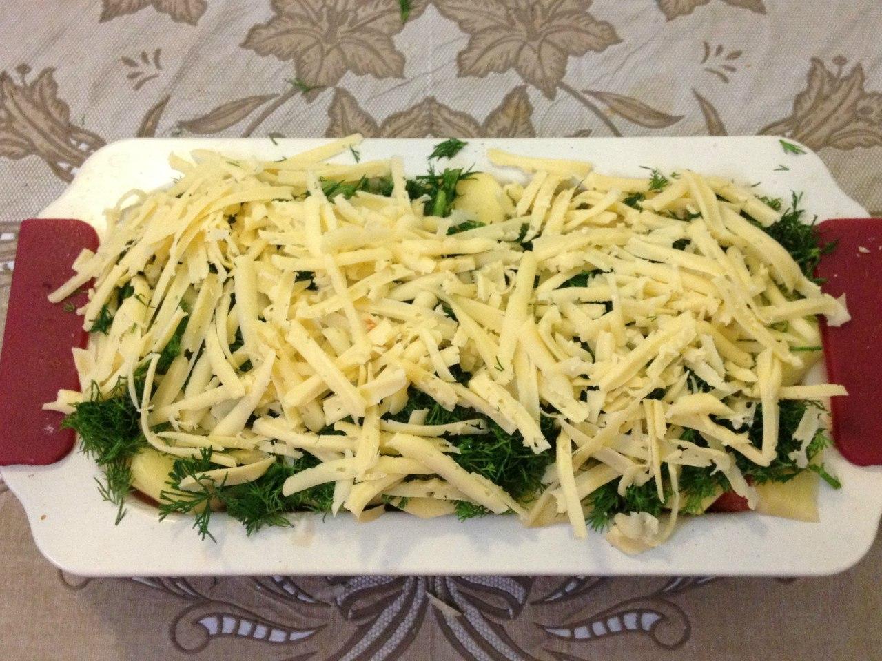 Запеканка с рыбы: посыпаем сыром