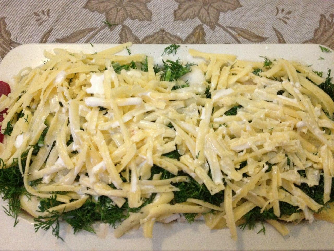 Картофельная запеканка с рыбой: добавить сливки