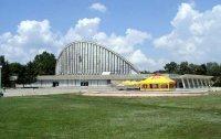 """Киноконцертный зал  """"Юбилейный """".  Построен в 1970 году по проекту архитекторов Г.Соколовского и В.Васильева."""