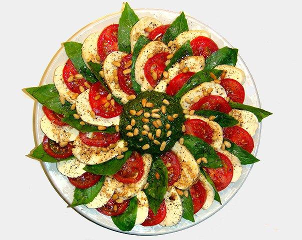 "Делал салат  ""Капрезе "" с соусом песто по рецепту топикстартера."