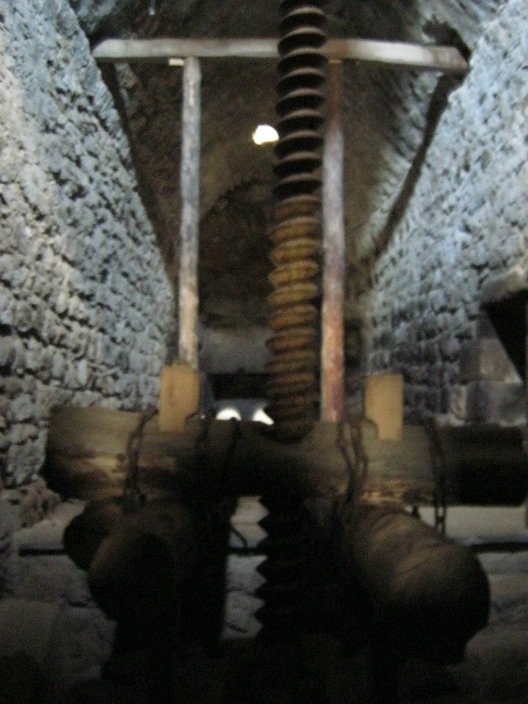 старинная маслодавильня в Татевском монастыре