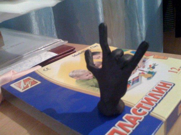 У Татьяны нечего было делать, но был пластилин, получилась рука, ну а согнул я её чисто случайно. Ноготки и всё прочее я тоже сделал=)