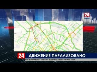 В Симферополе парализовано движение автотранспорта из-за упавшего столба