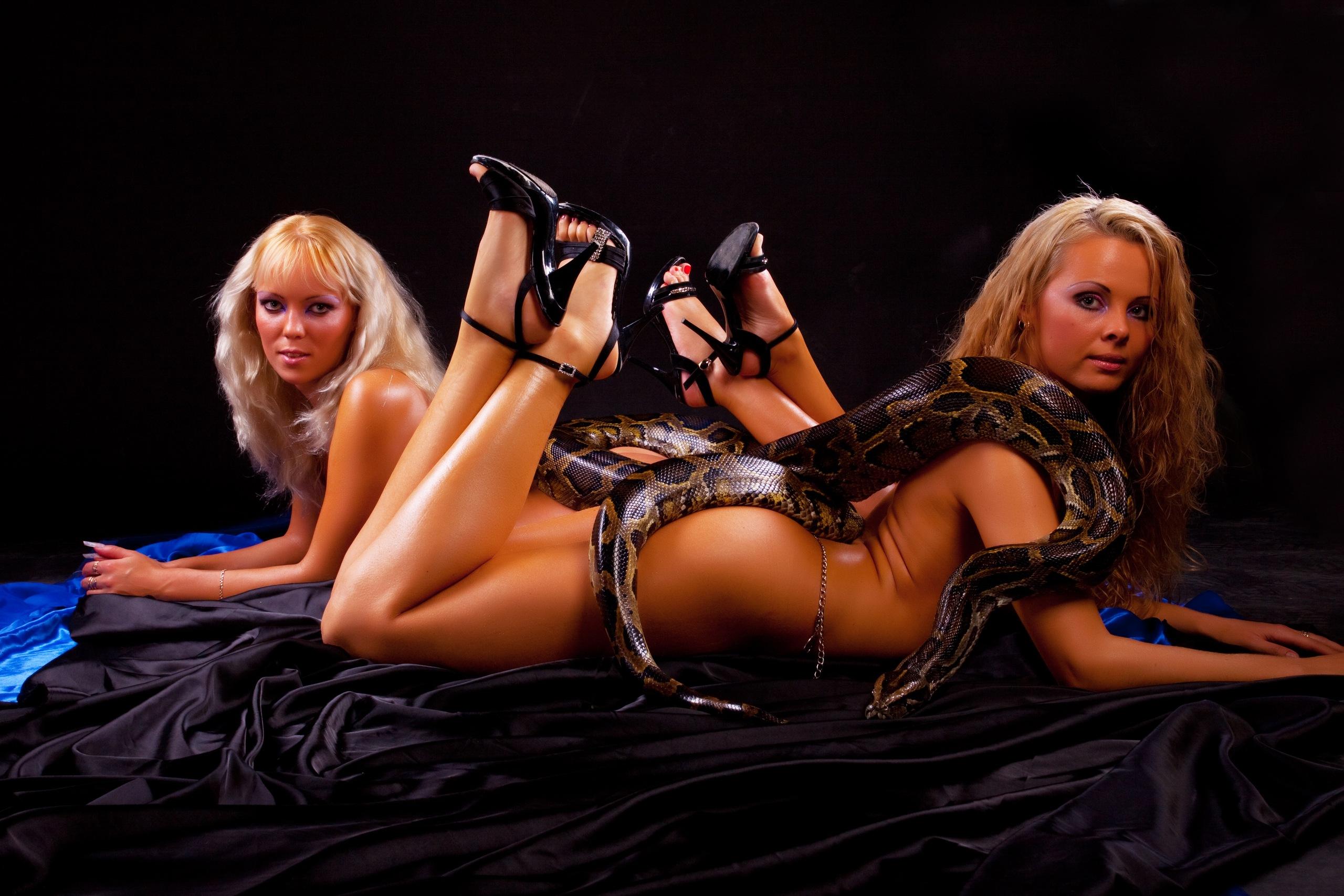 Смотреть эротические танцы со змеями 6 фотография