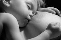 Всем известно, как полезно для иммунитета ребенка кормление грудью.  Однако, по данным исследований, грудное...
