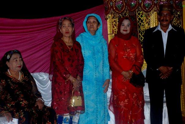 На свадьбе собрались все жители деревни