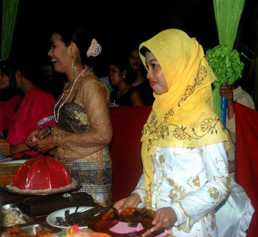Угощенье на индонезийской свадьбе