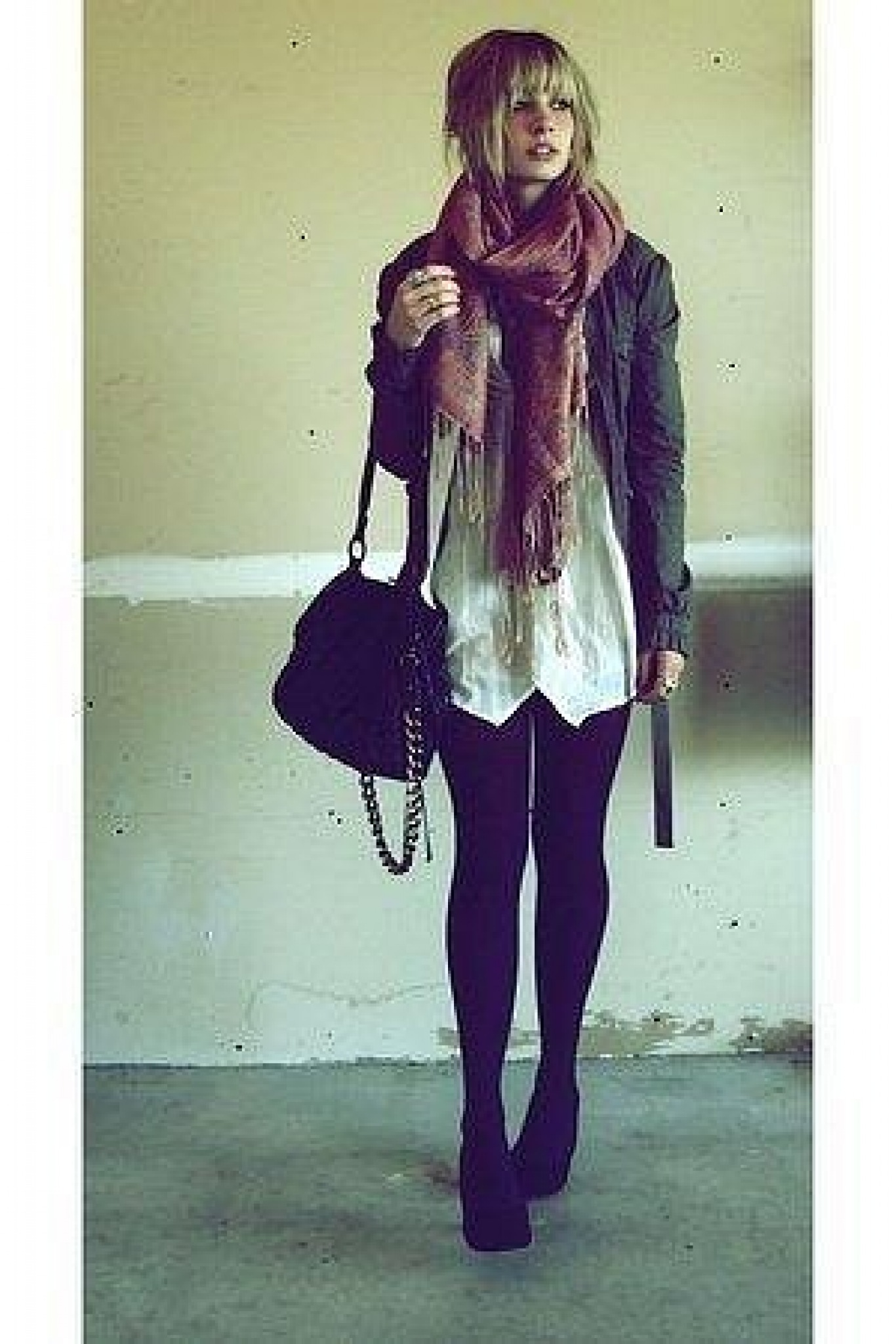 Фото девушка одевается 7 фотография