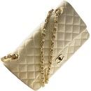 """Авторы портала l-bags.  Товарный знак модного дома Chanel - это звенья цепочки ремешка, образующие две буквы  """"С """"..."""