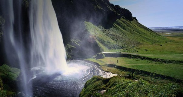 Водопад Seljalandsfoss на южном побережье