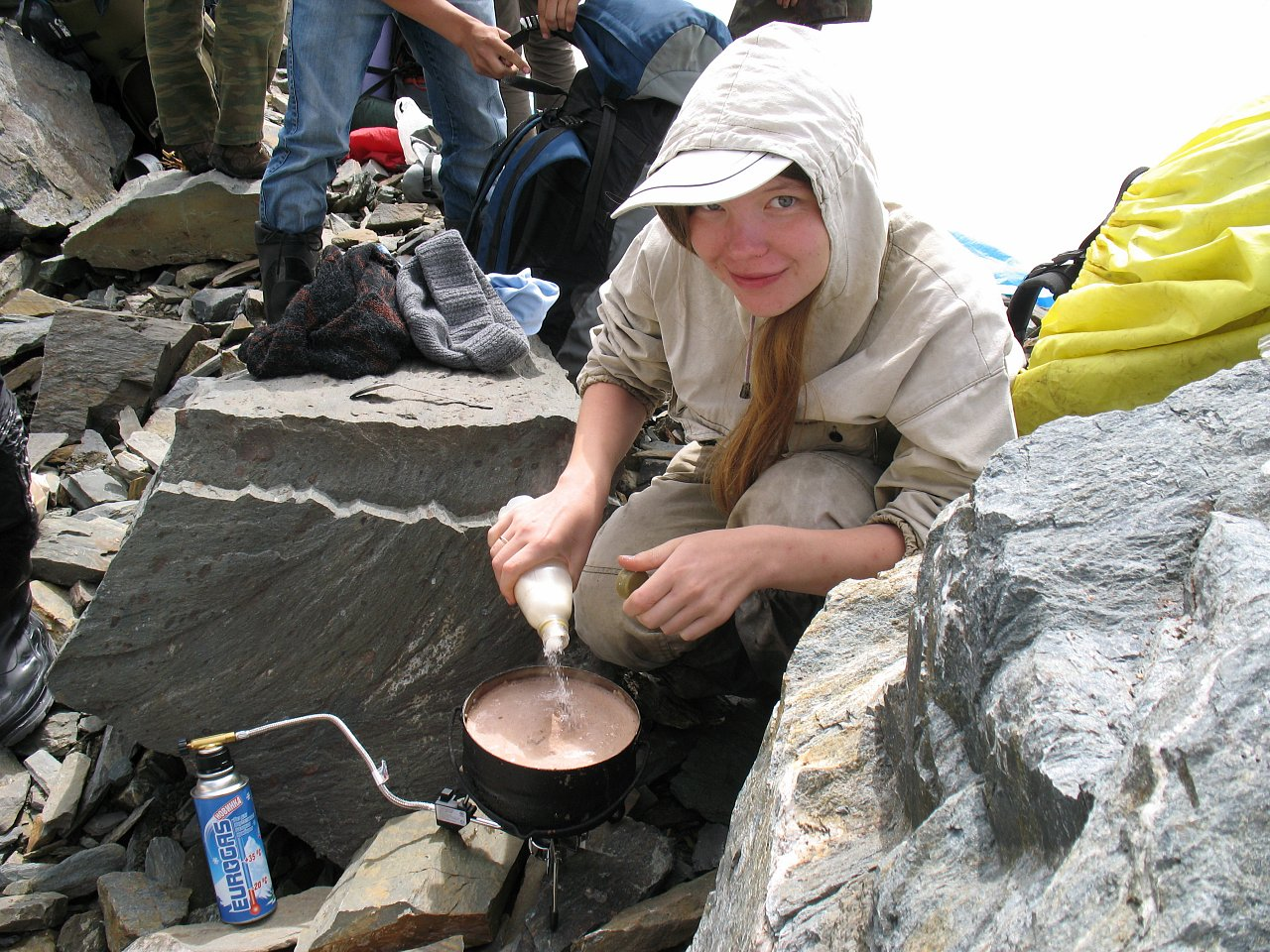 Какао в горах под перевалом среди ледников