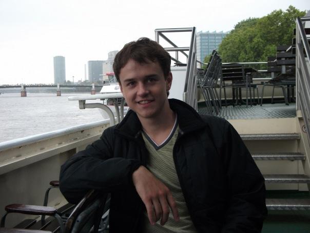 Суд оштрафовал ЛГБТ-активиста из Казани за гей-пропаганду.