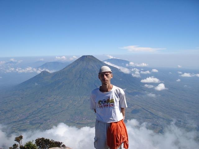 Автор на вершине вулкана Сумбинг (остров Ява, Индонезия)