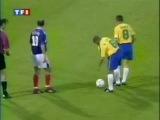 знаменитый гол Роберто Карлоса в варота Фабьена Бартеса.