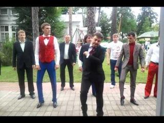 Но на Первом канале (Россия) решили, что лучше перебдеть, чем недобдеть. И вырезали номер команды КВН