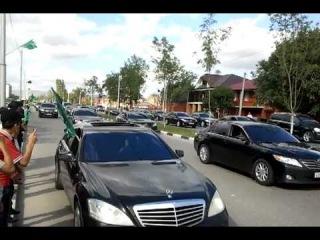 сколько машин в кортеже кадырова? чеченцы в своем духе.