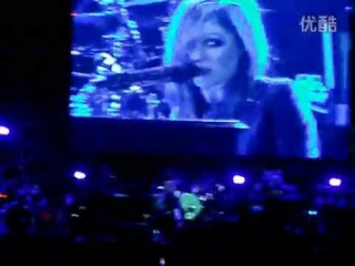 Stop Standing There - Avril Lavigne [Live on Valley Music Festival, China 30.04.2011]